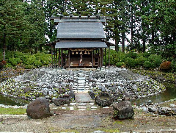 秋田県にある縁結びにご利益がある神社【唐松神社】